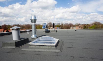 Condominio: utilizzo del lastrico solare di proprietà esclusiva e divieti regolamentari – antenna telefonia cellulare